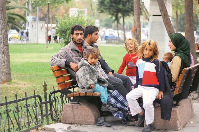 Suriye'deki ic savastan kacarak Turkiye'ye siginan multecilerin drami suruyor. Istanbul'a gelen Suriyelileri bekleyen tehlike ise kis yaklasmasi.. 4 Ekim 2013 / Cihan Acar